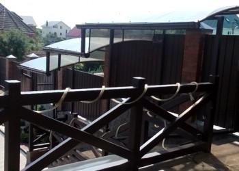 Навес над террасой и ступенями из поликарбоната